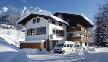 a-t-a03-haus-winter-gross.jpg
